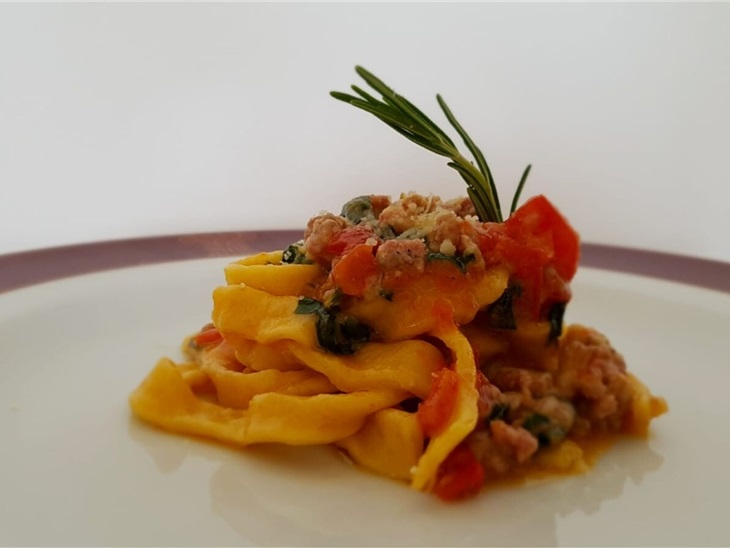 Tagliatelle con salsiccia e spinaci - Daniel Facen